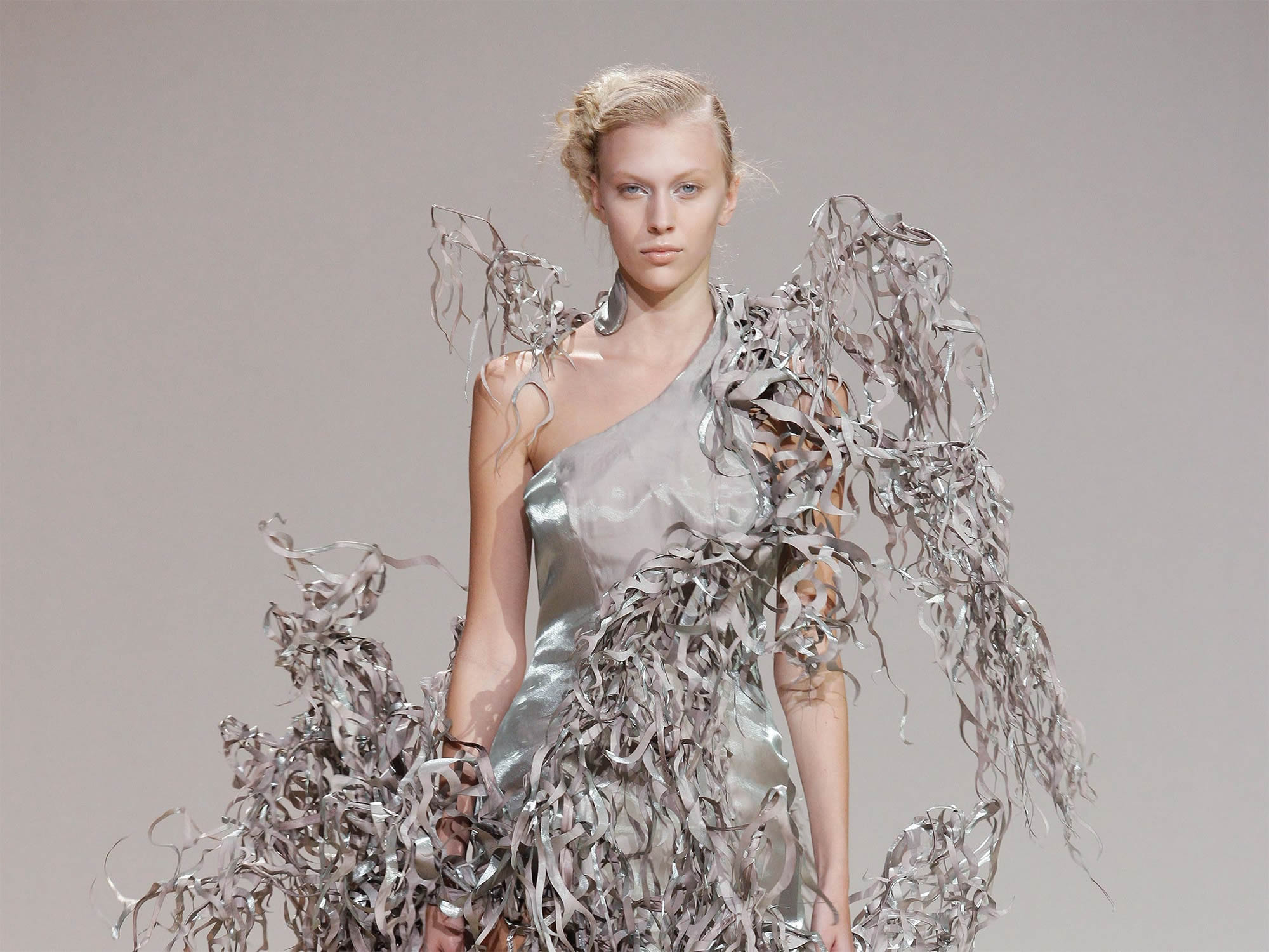 IRIS VAN HERPEN @ PARIS HAUTE COUTURE FALL / WINTER 2013
