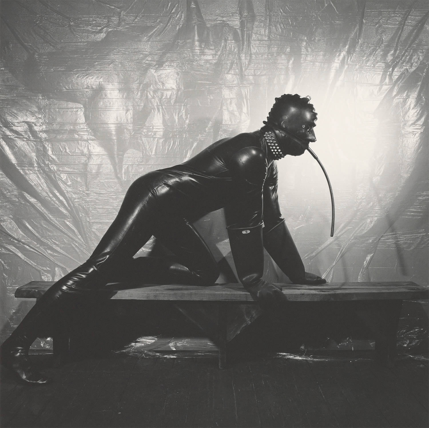 man in latex suit, bdsm, photo © The Robert Mapplethorpe Foundation, Inc.