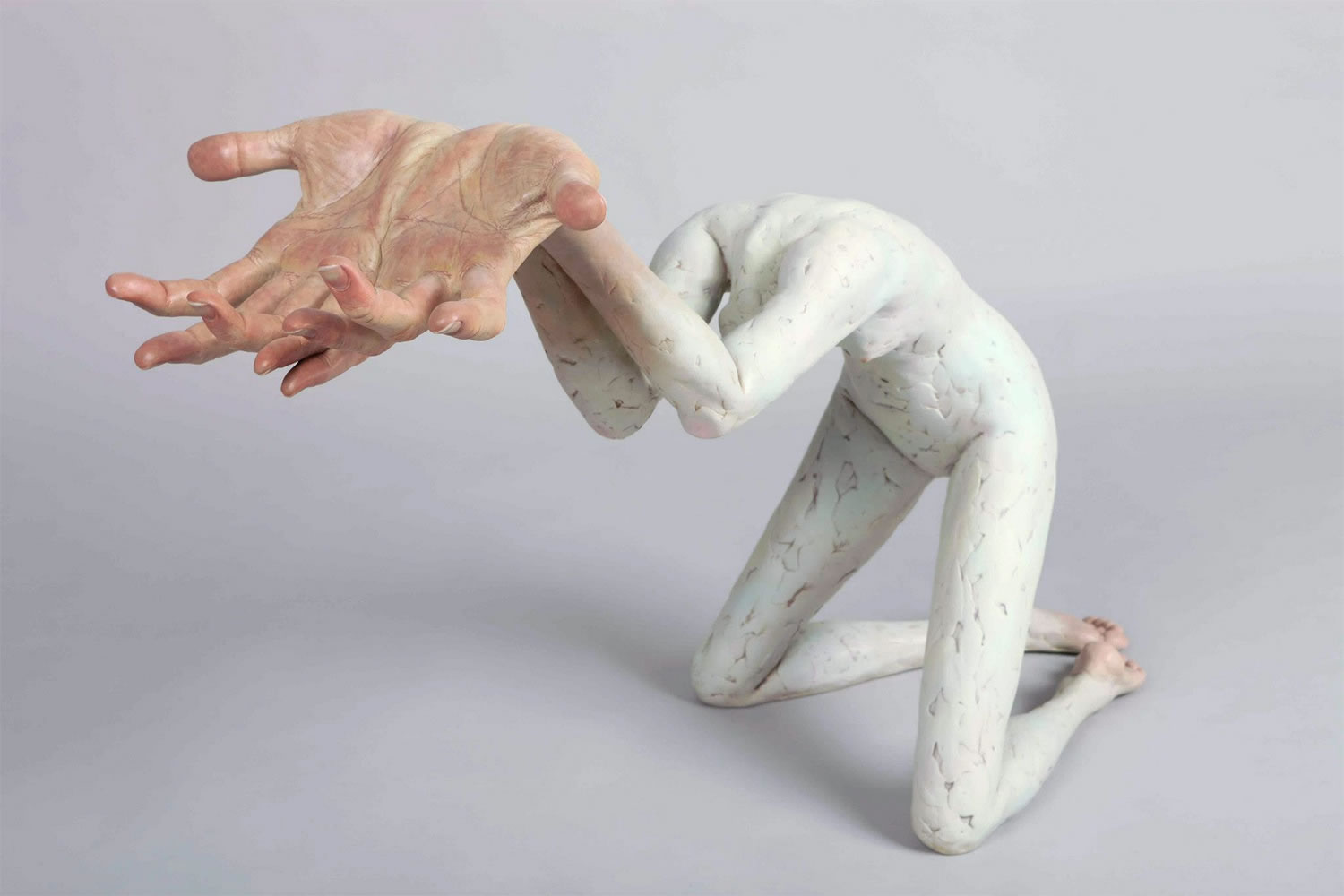 big hands no head, sculpture by Xooang Choi