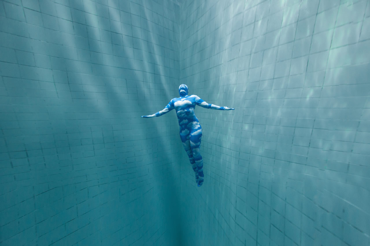 underwater art, body with clouds, Daan Verhoeven
