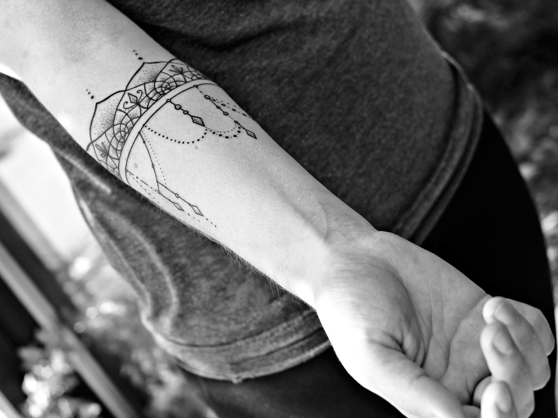 Katia Somerville - Kat, fine linework tattoo