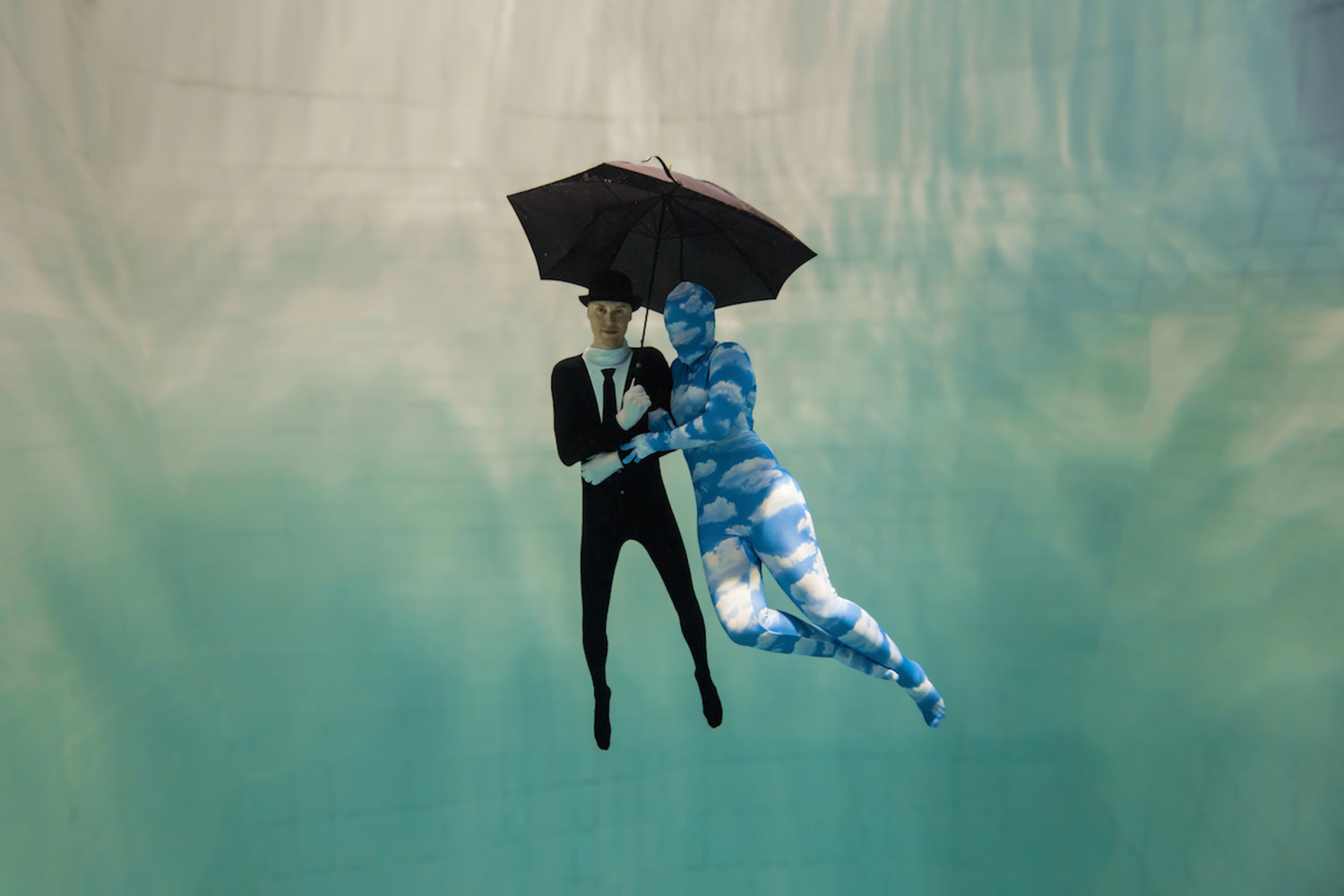 magritte inspired underwater photo shoot, Daan Verhoeven