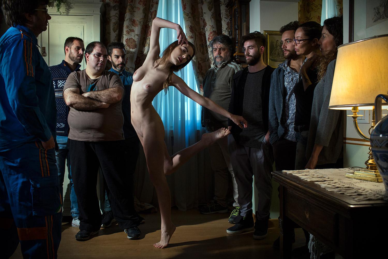 Marco Onofri, Followers - crowd watching woman in dancer's pose