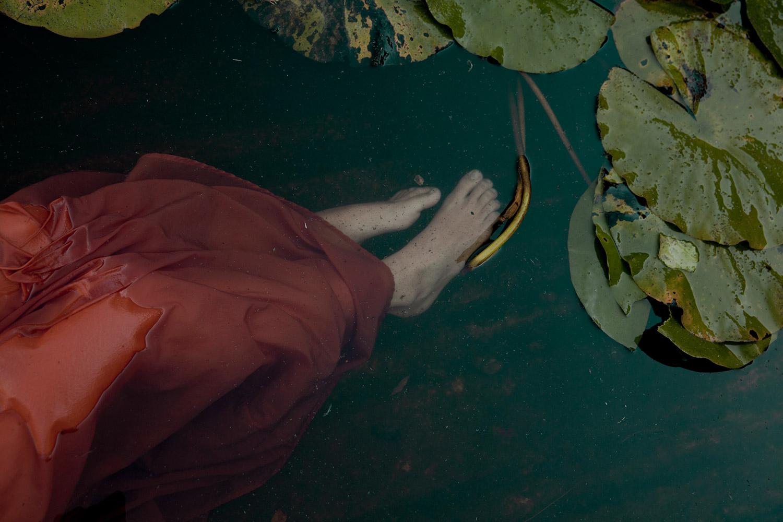 Monia Merlo - end of time - feet