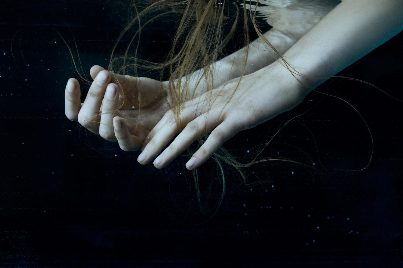 Marta Bevacqua - Origin, hands underwater