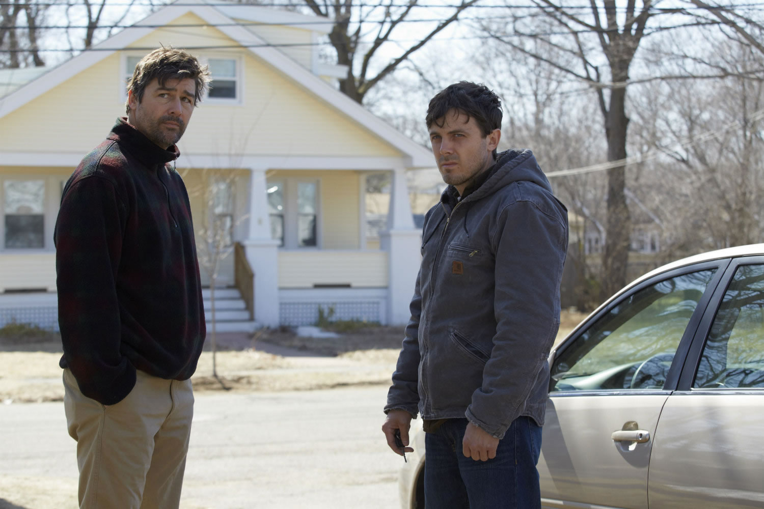 kyle chandler and casey affleck in machester by the sea