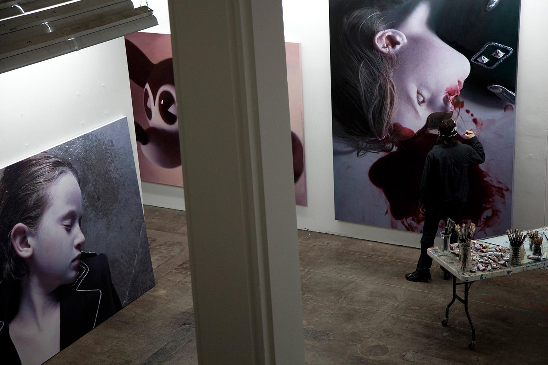 Gottfried Helnwein - In studio