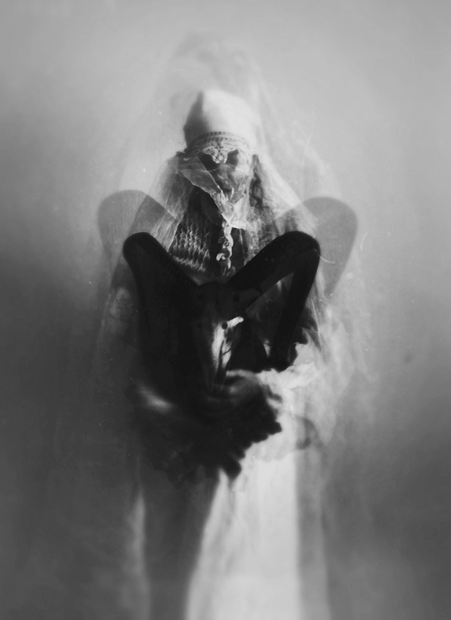 Nynewe, Michaela Knizova, Agast Atera En - horns specter