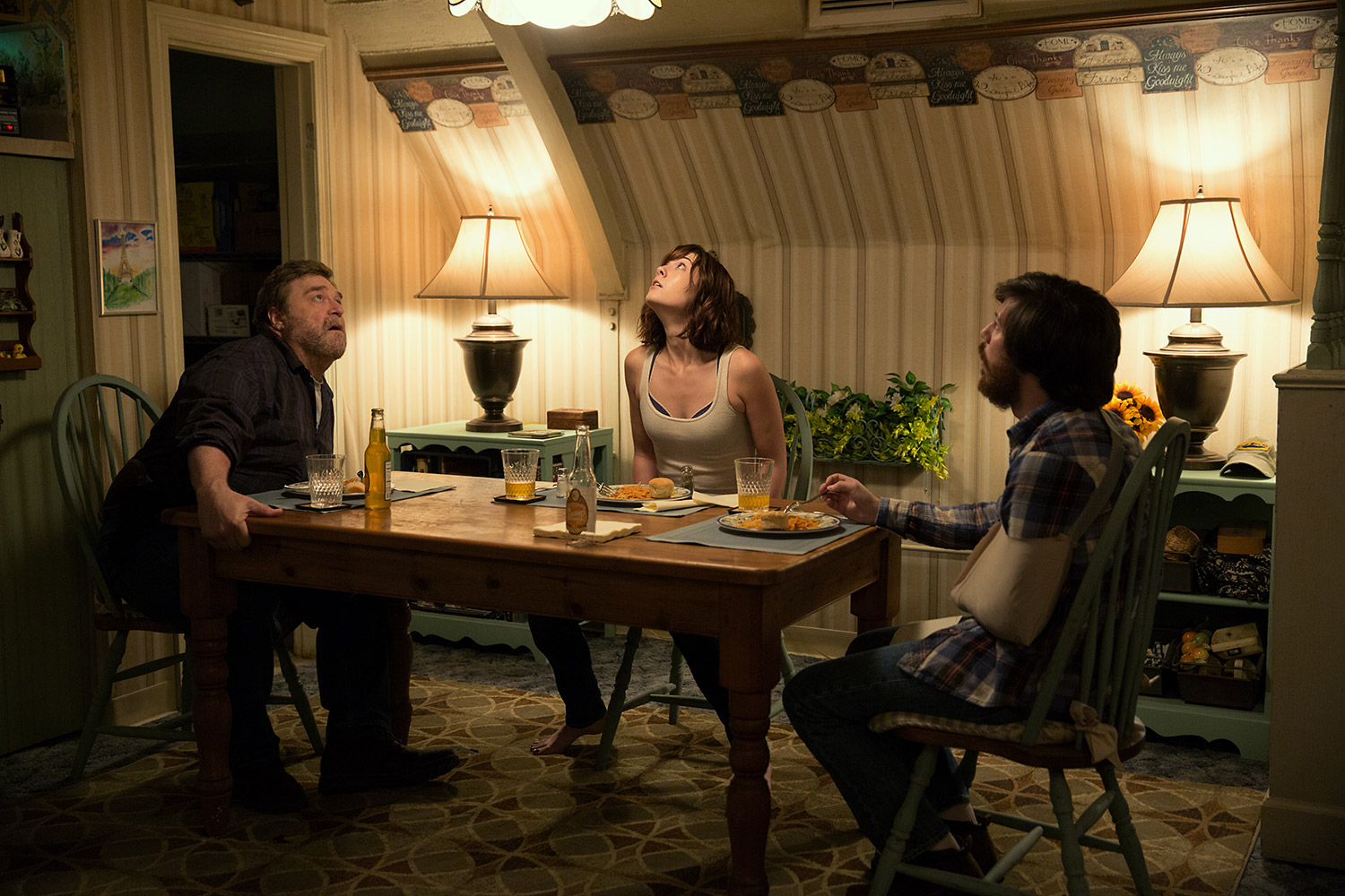 Post-Apocalyptic Movies - 10 Cloverfield Lane, characters at the table
