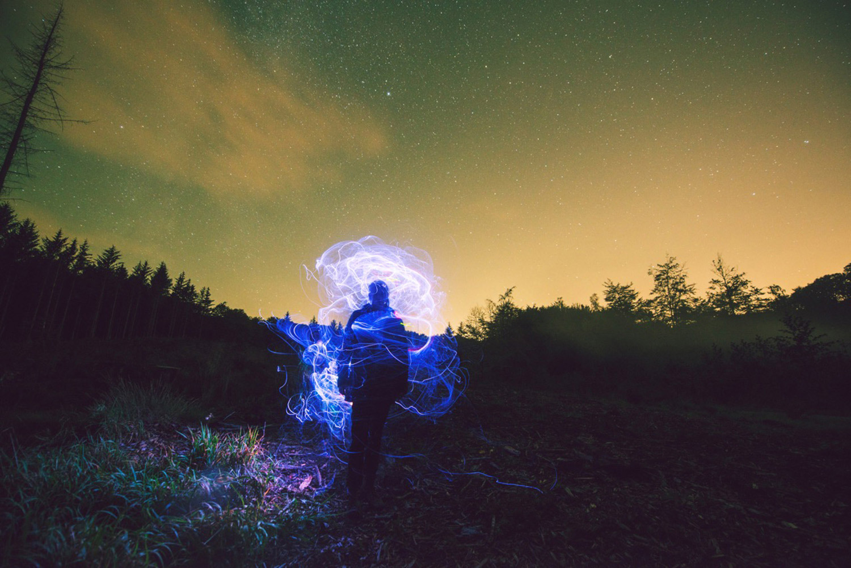 Lasse Hoile - light effects in field