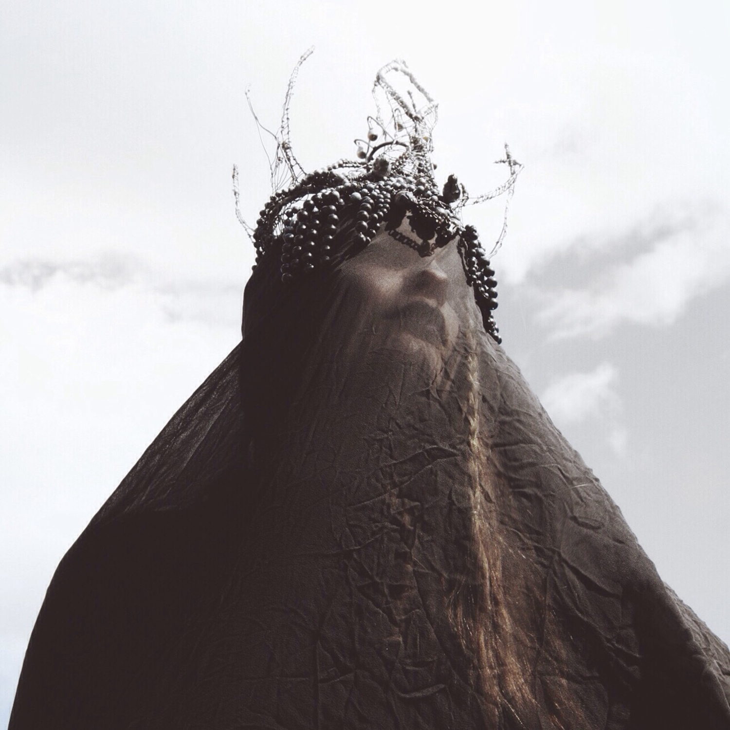 Nona Limmen - woman wearing veil and crown