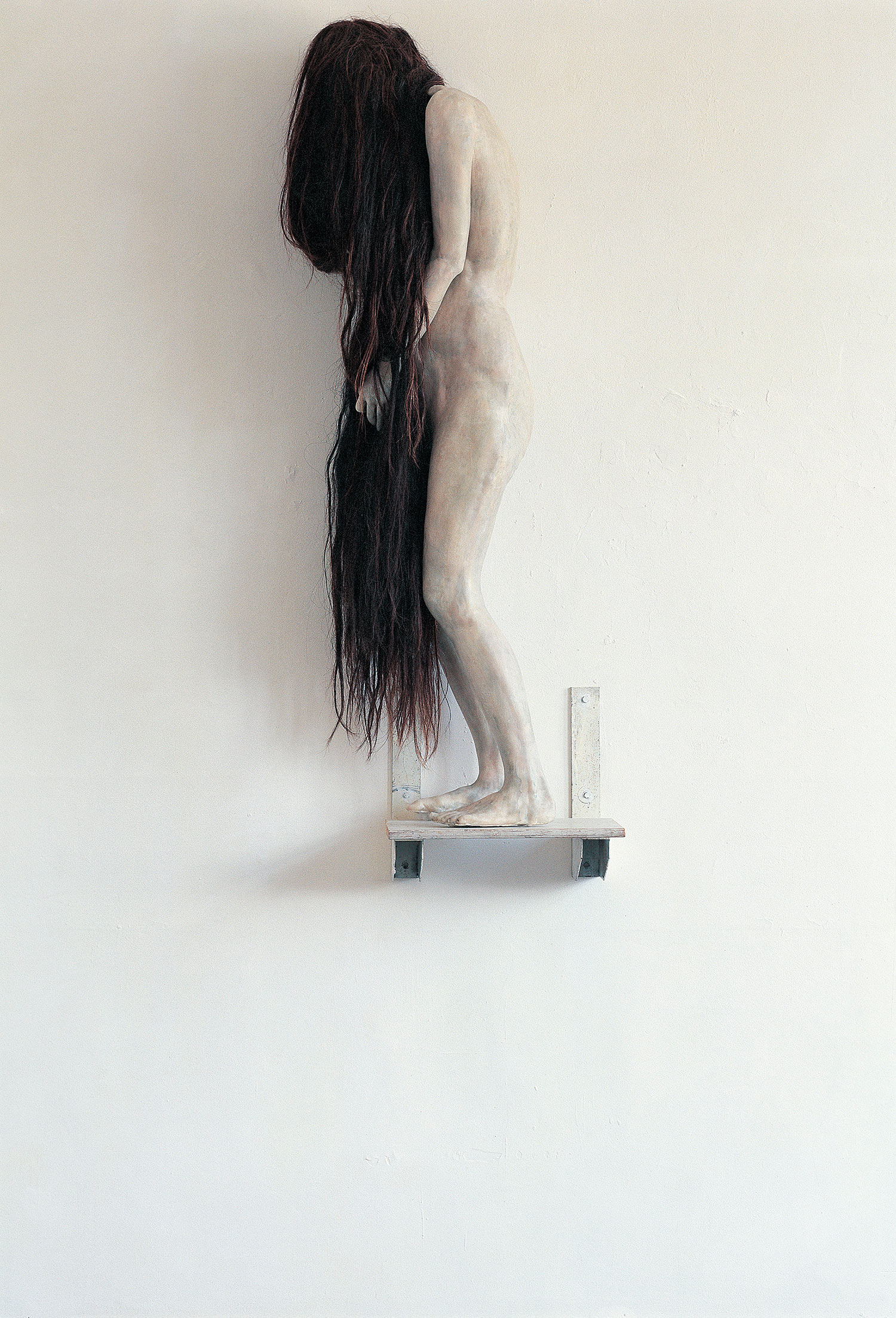 Berlinde de Bruyckere - long-haired woman on ledge, sculpture