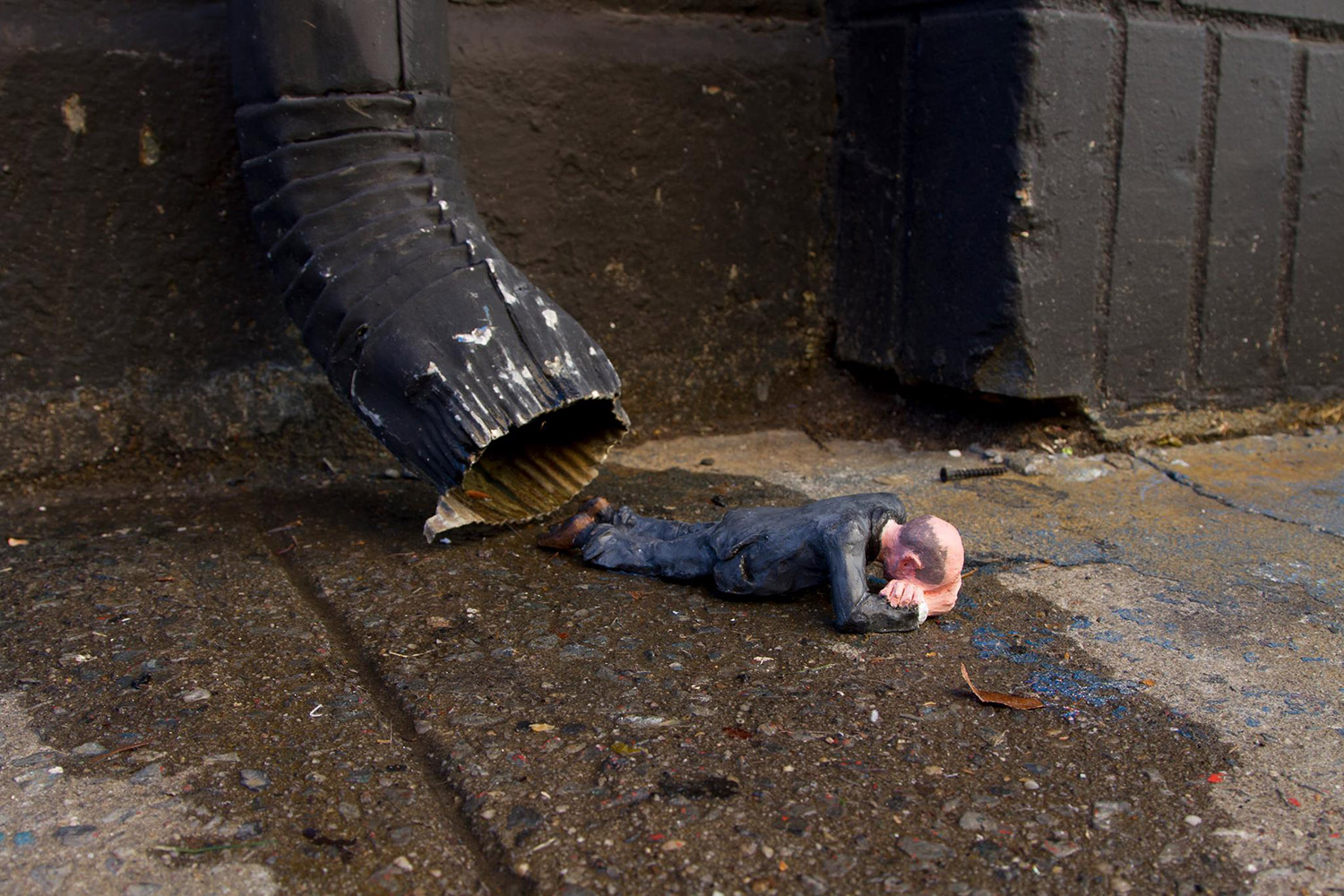 Isaac Cordal - Cement Eclipses, NYC - drainpipe