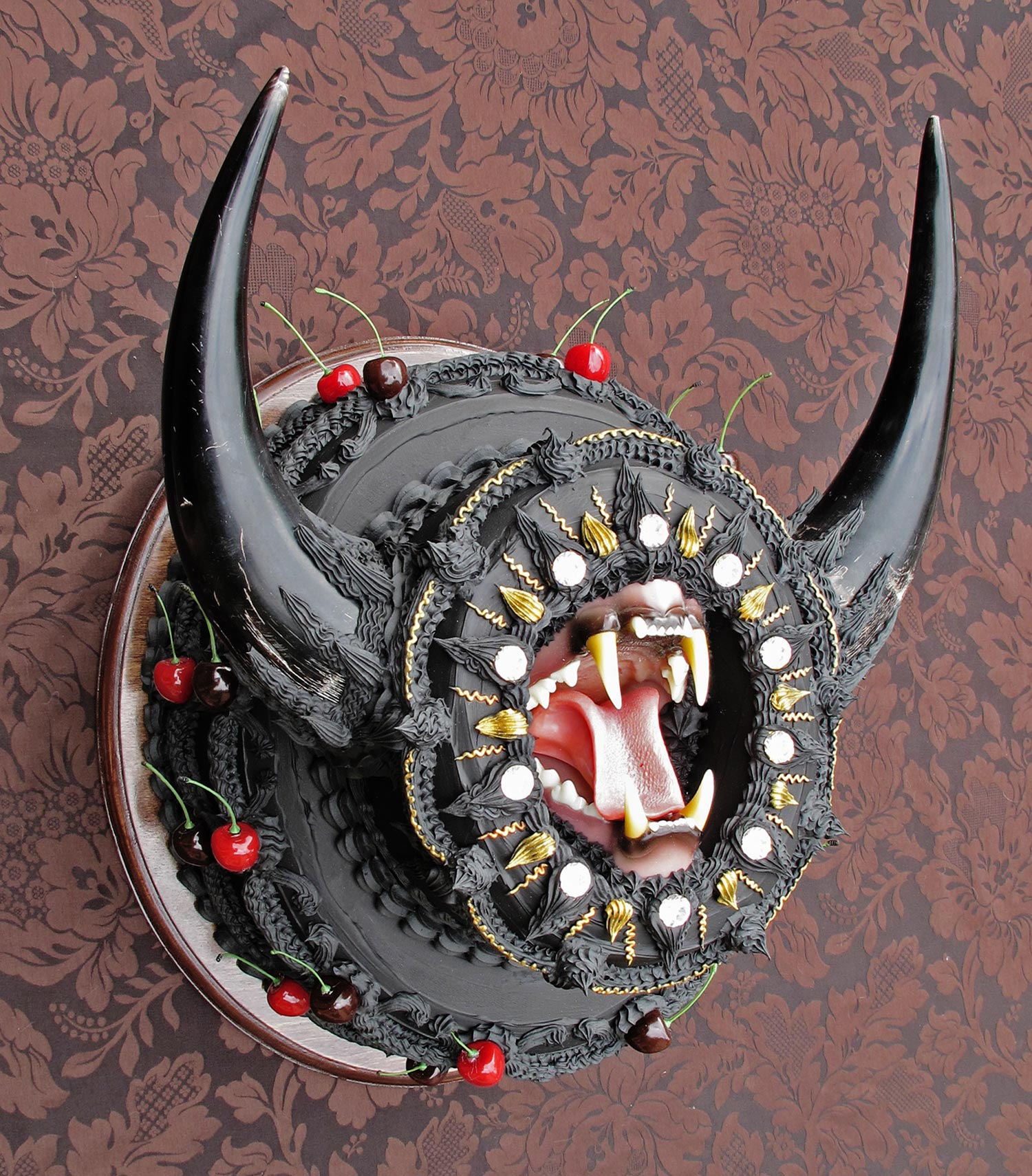 Scott Hove, Cake Fangs - black horned cake