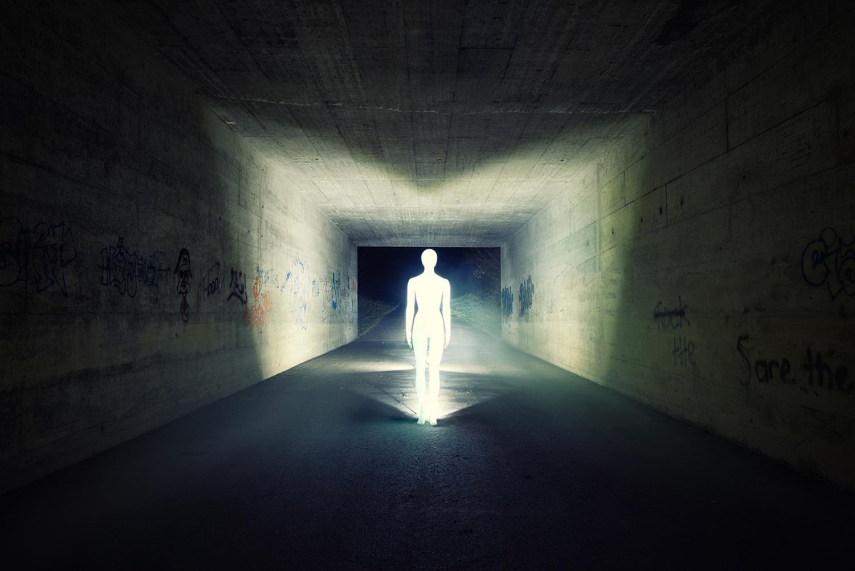 Severin Ettlin, HOMOLUX - illuminated body in tunnel
