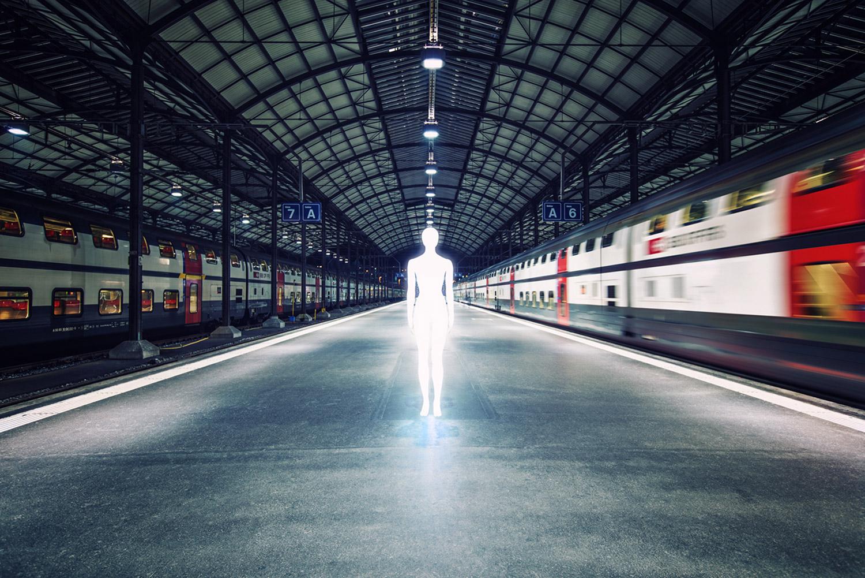 Severin Ettlin, HOMOLUX - illuminated body on train platform