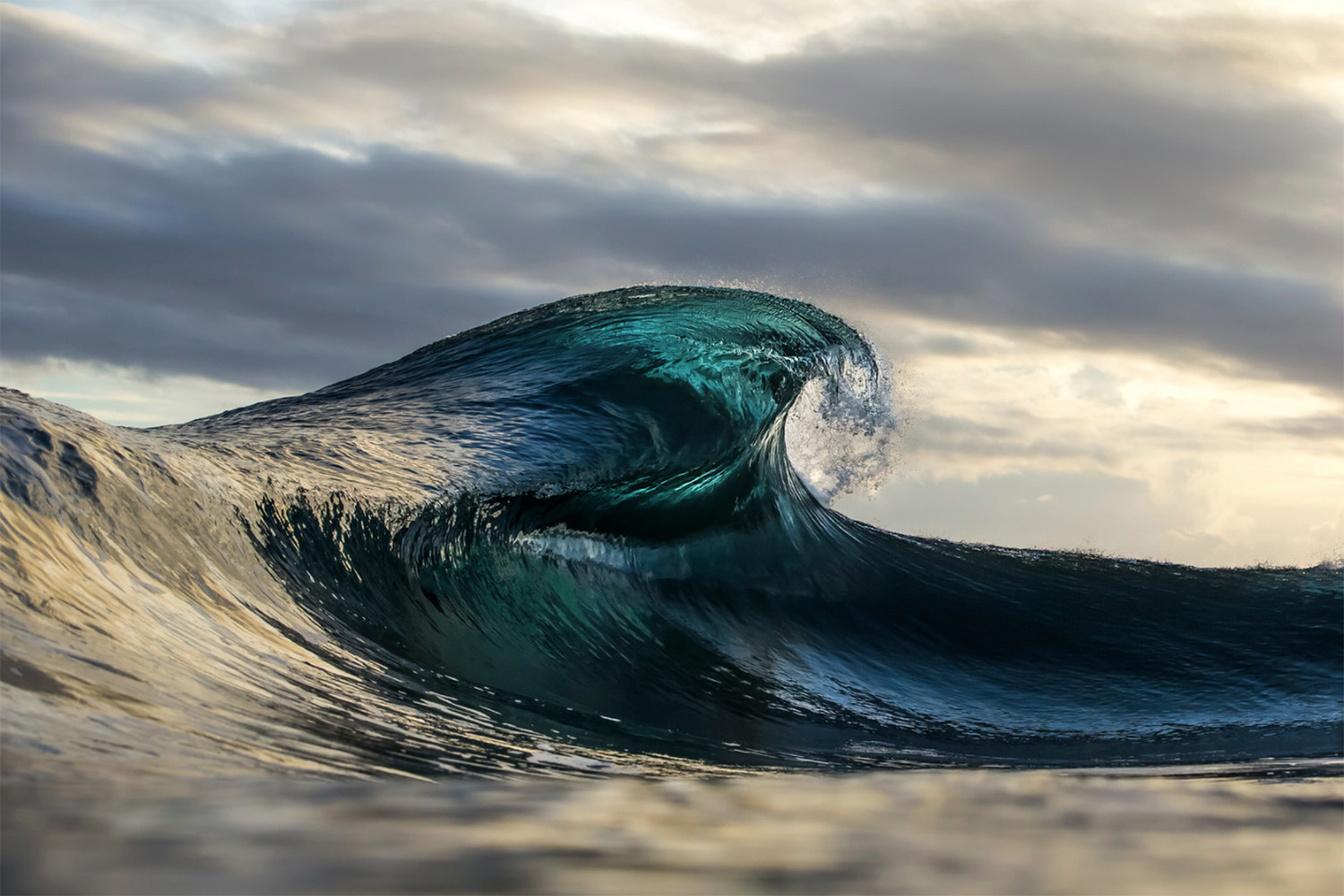 beautiful wave by Ben Thouard