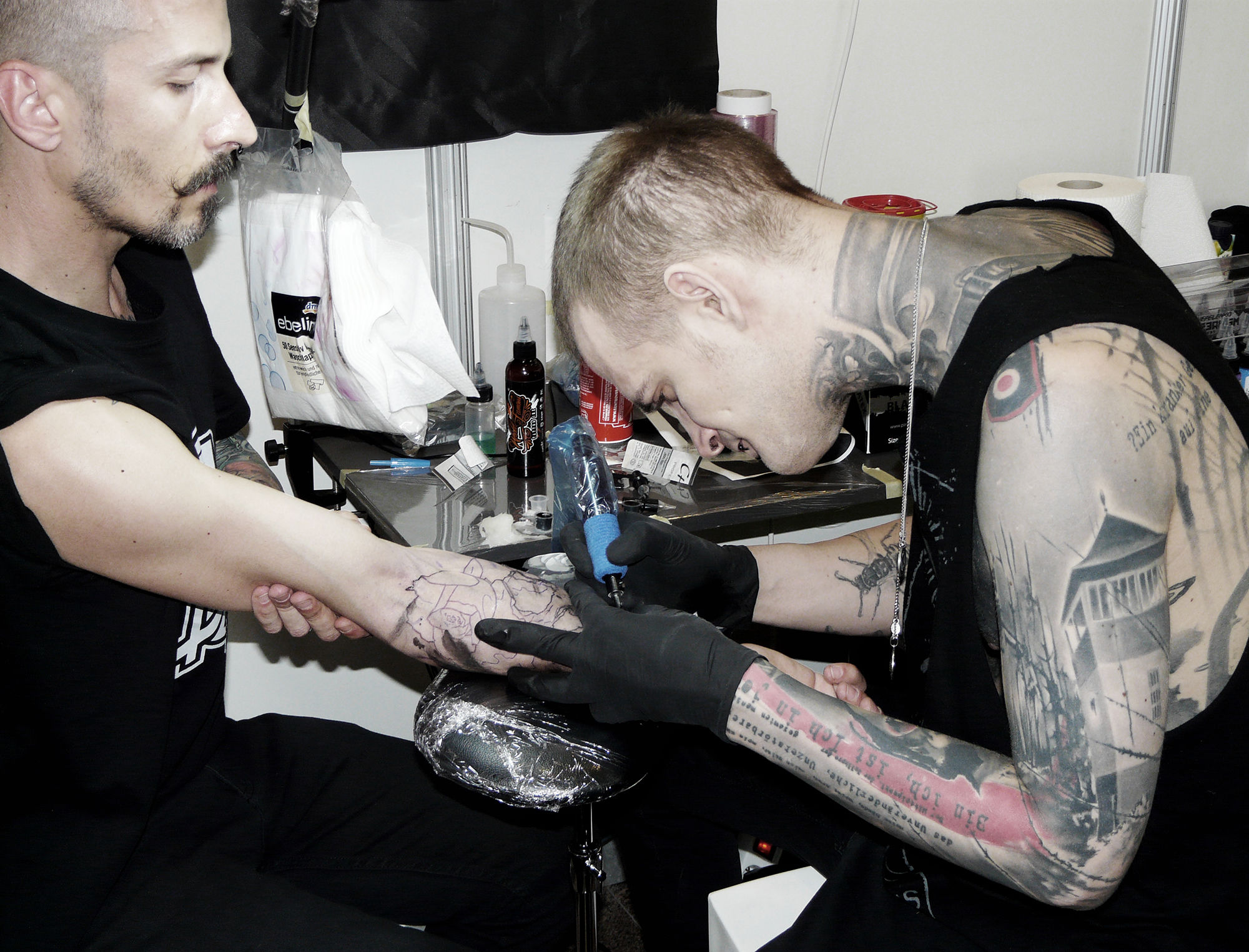 tattooer neon judas at setubal tattoo show