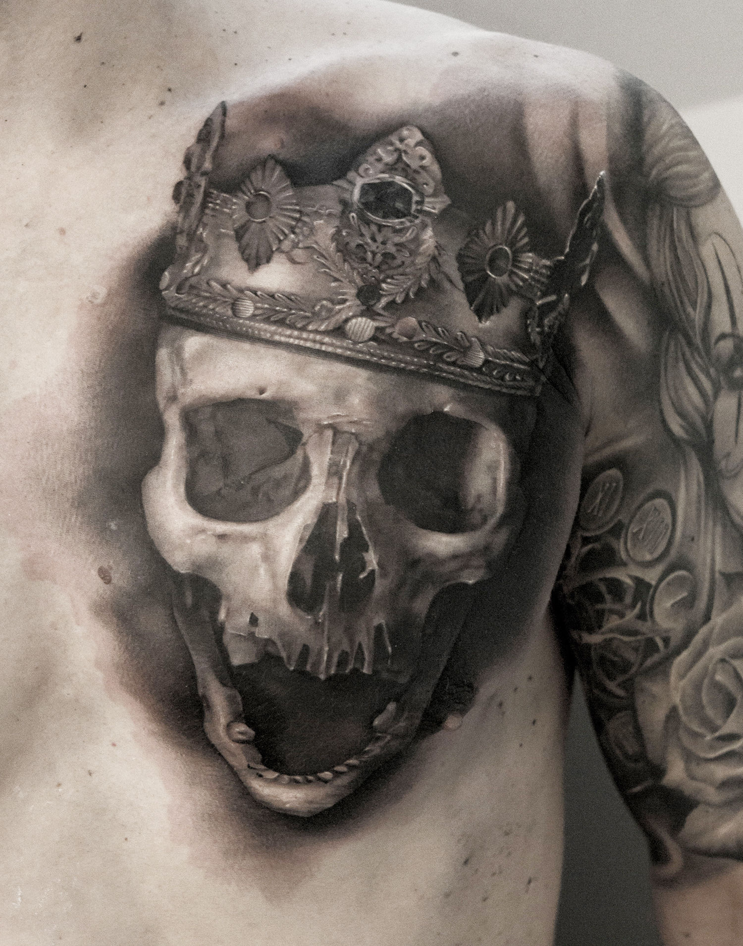 skull with crown tattoo, dark art tattoo by neon judas
