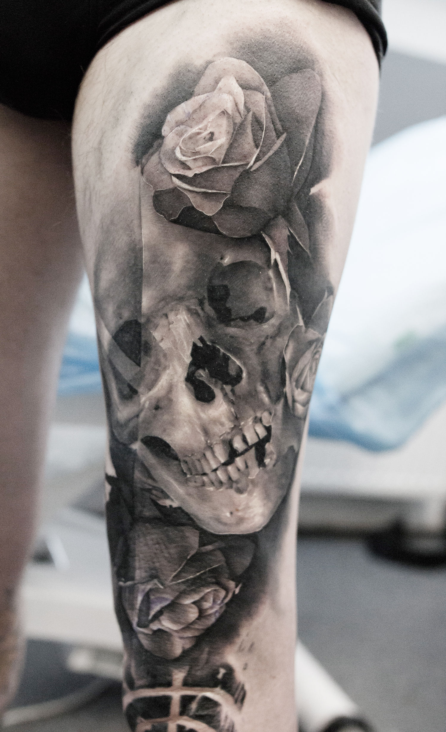 skull and rose tattoo on leg, black and grey tattoos
