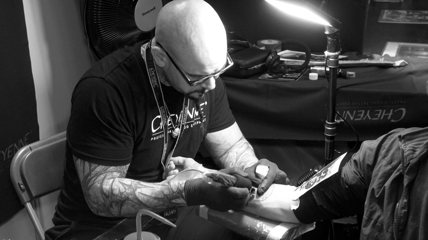 Vincent casilga tattooing at convention