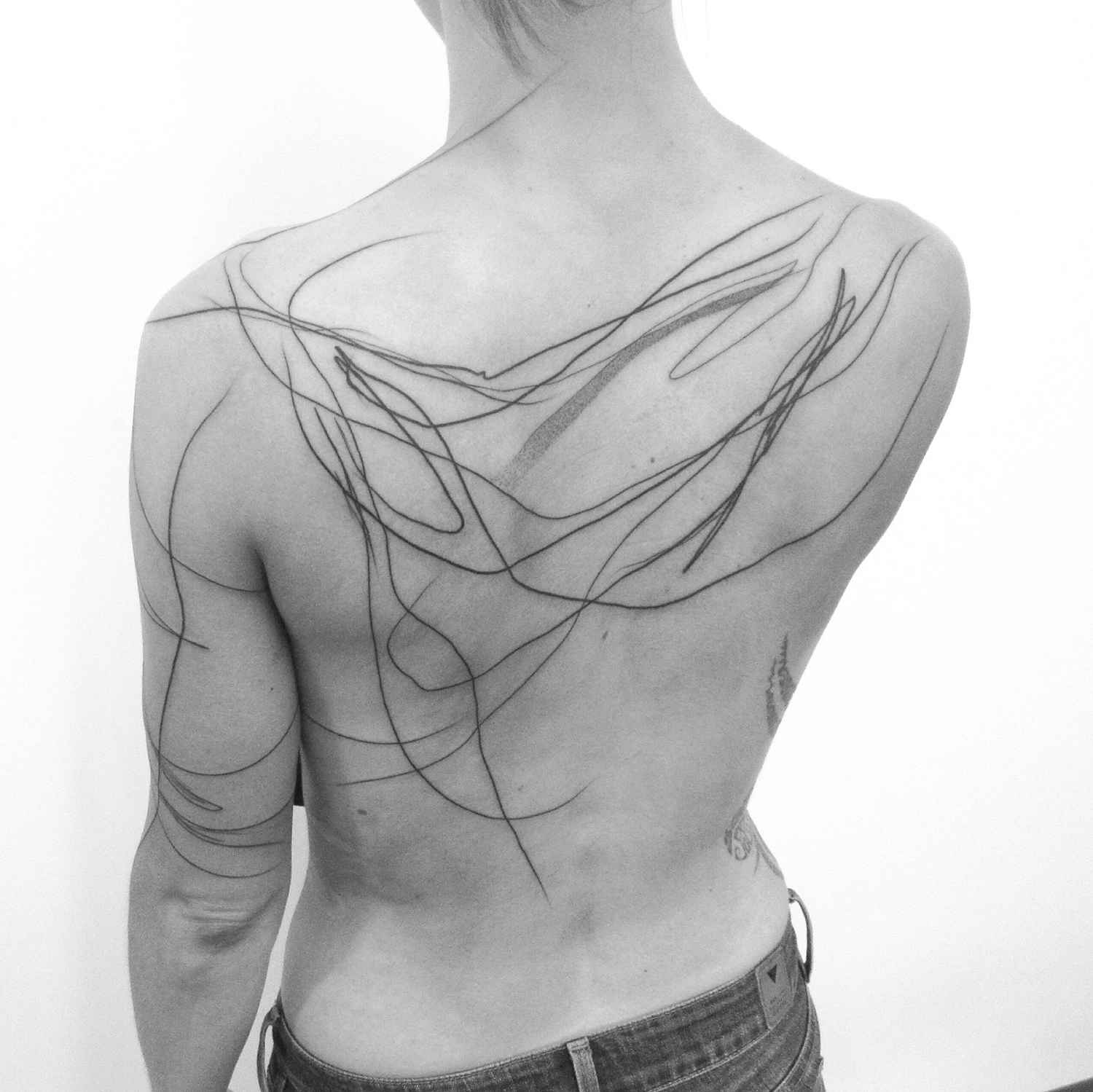 abstract lines on back, line tattoo