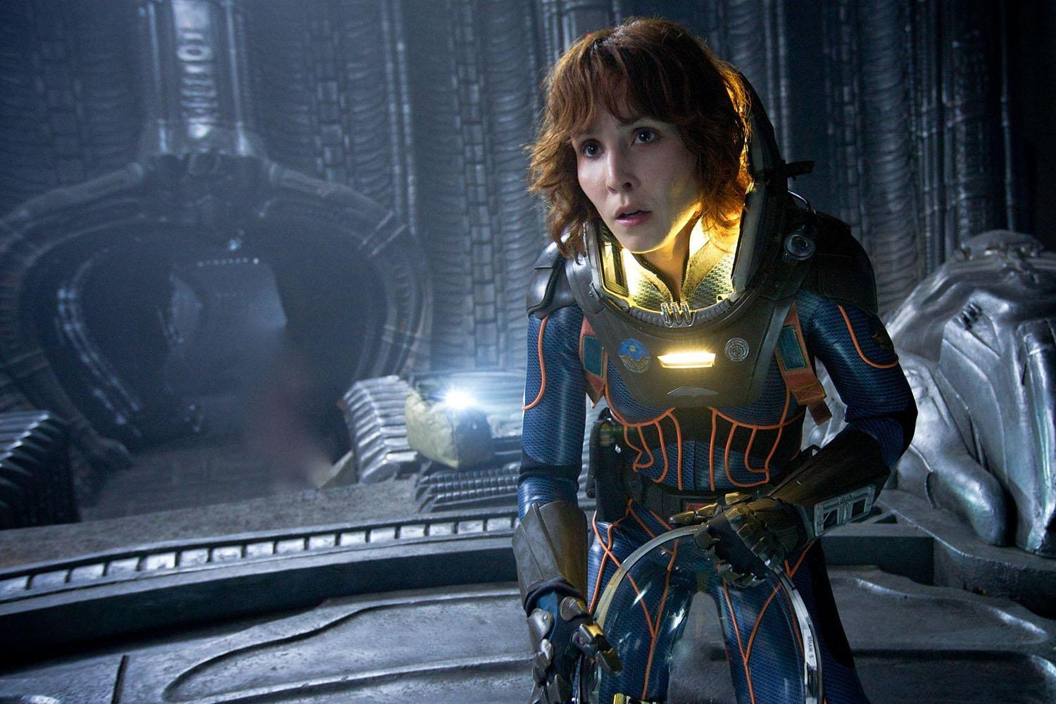 noomi rapace, costume in prometheus