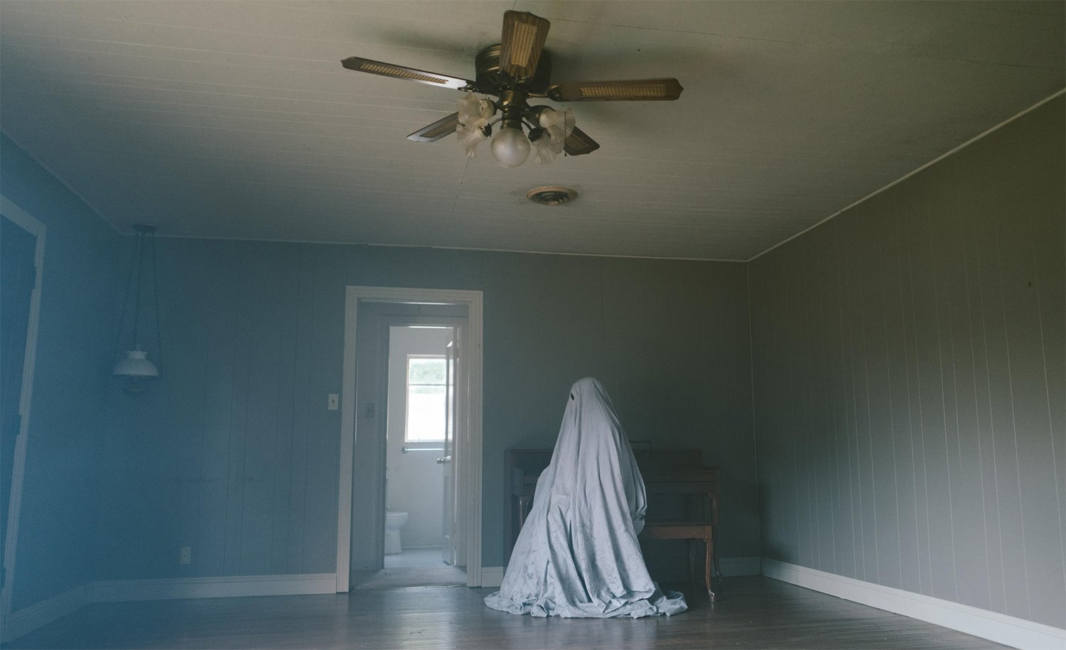 "ghost, ""A Ghost Story"" features Rooney Mara eating a whole pie, which was shot in one take., a ghost story movie"
