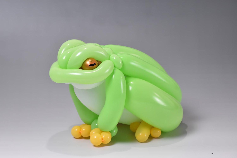 frog balloon art