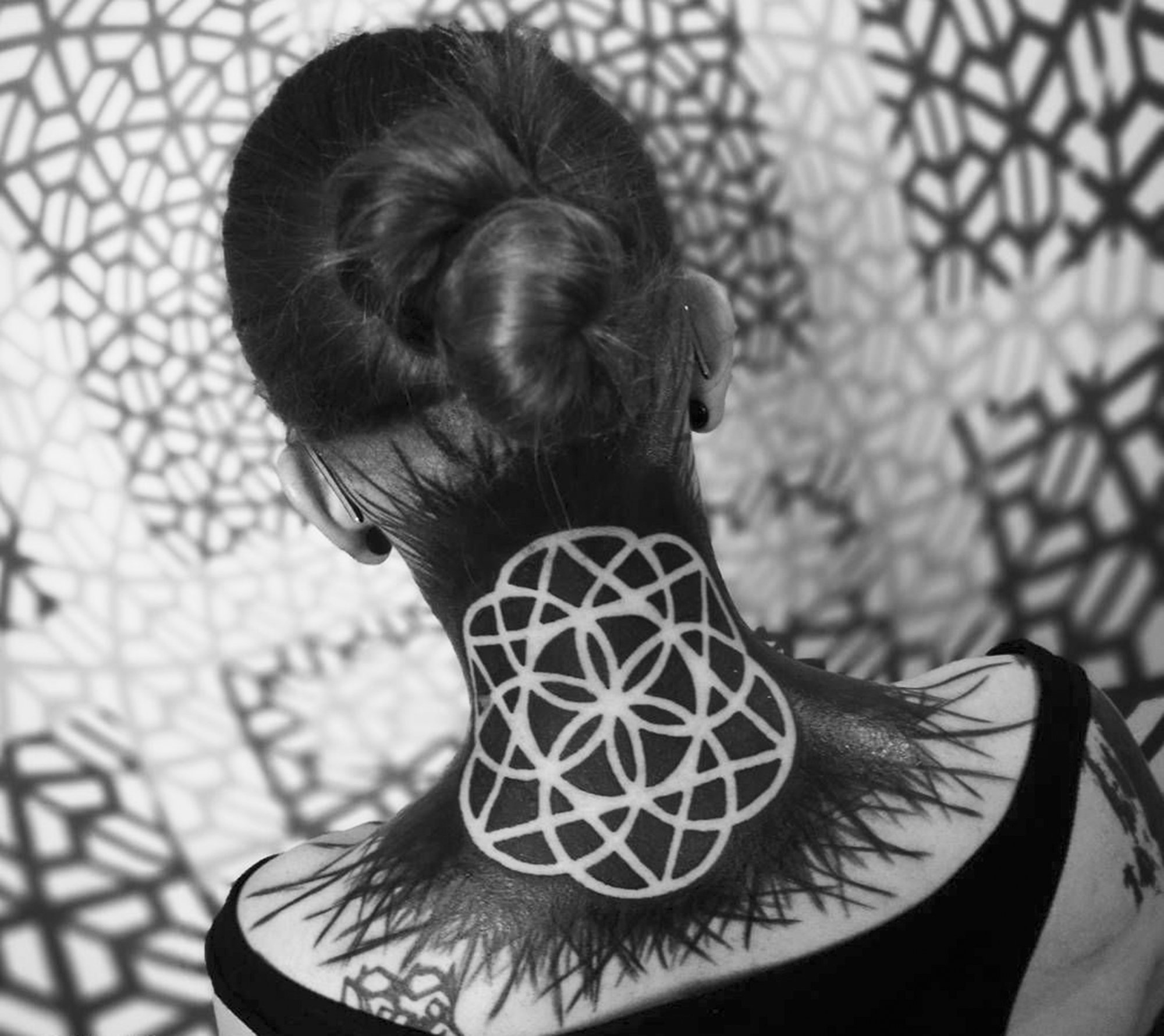blackwork neck tattoo by 3kreuze
