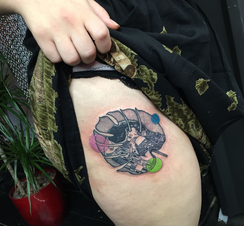 klimt painting remake tattoo on thigh