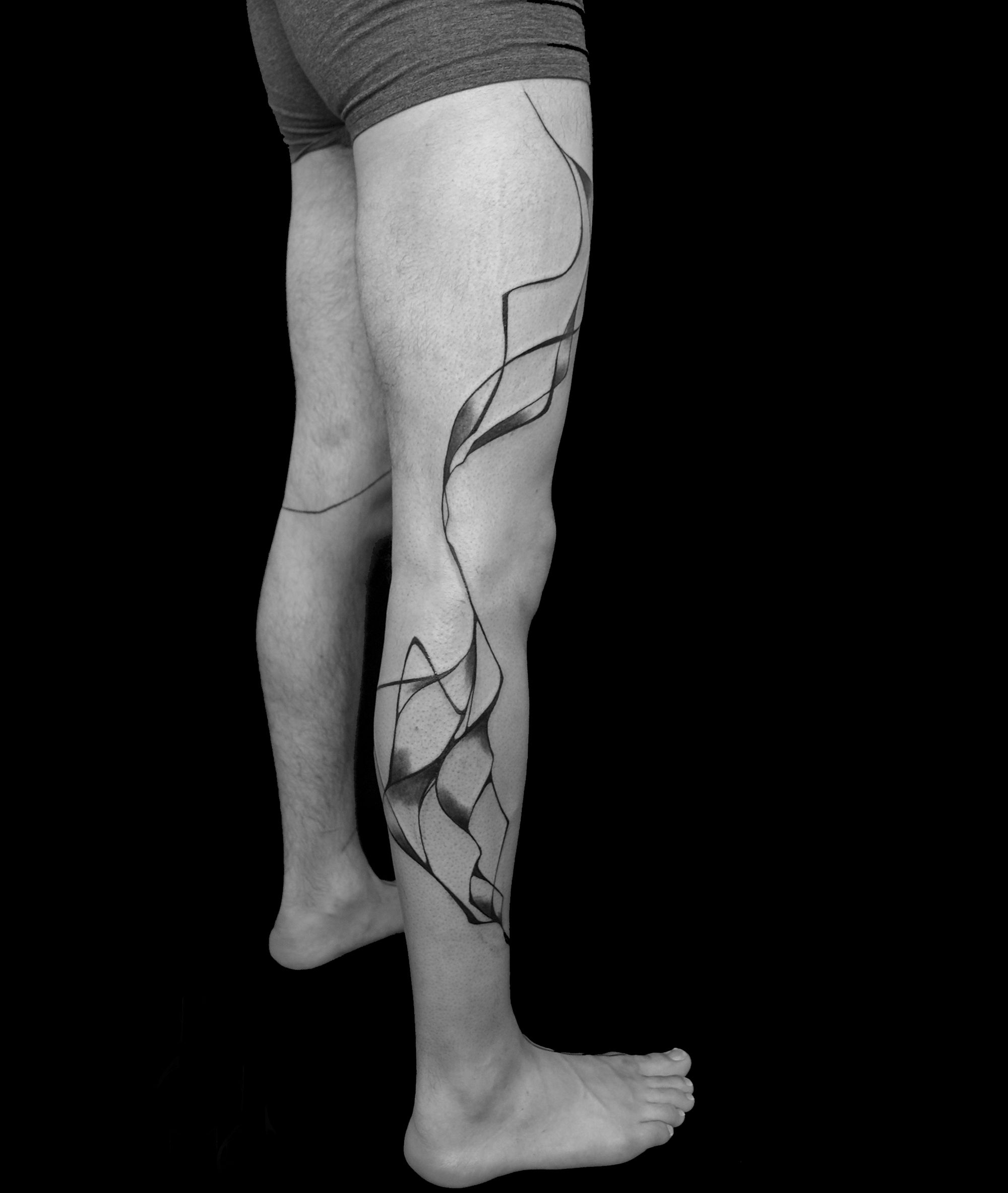 abstract blackwork on legs abstract shoulder tattoo by sanne vaghi