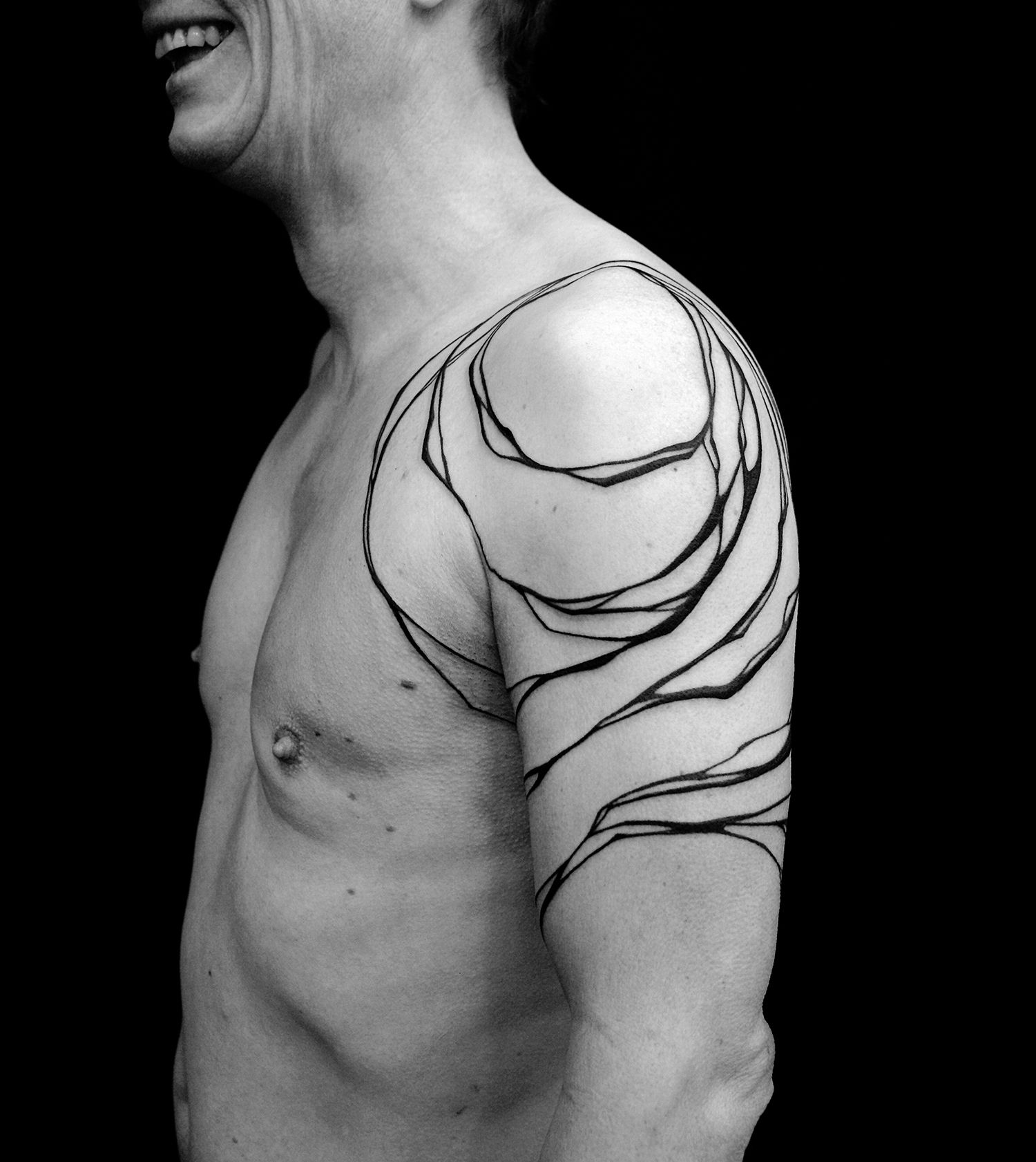 abstract shoulder tattoo by sanne vaghi