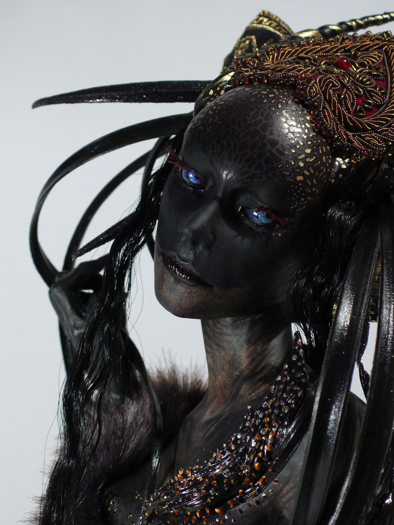 Virginie Ropars - VROPARS SMOKE doll sculpture detail