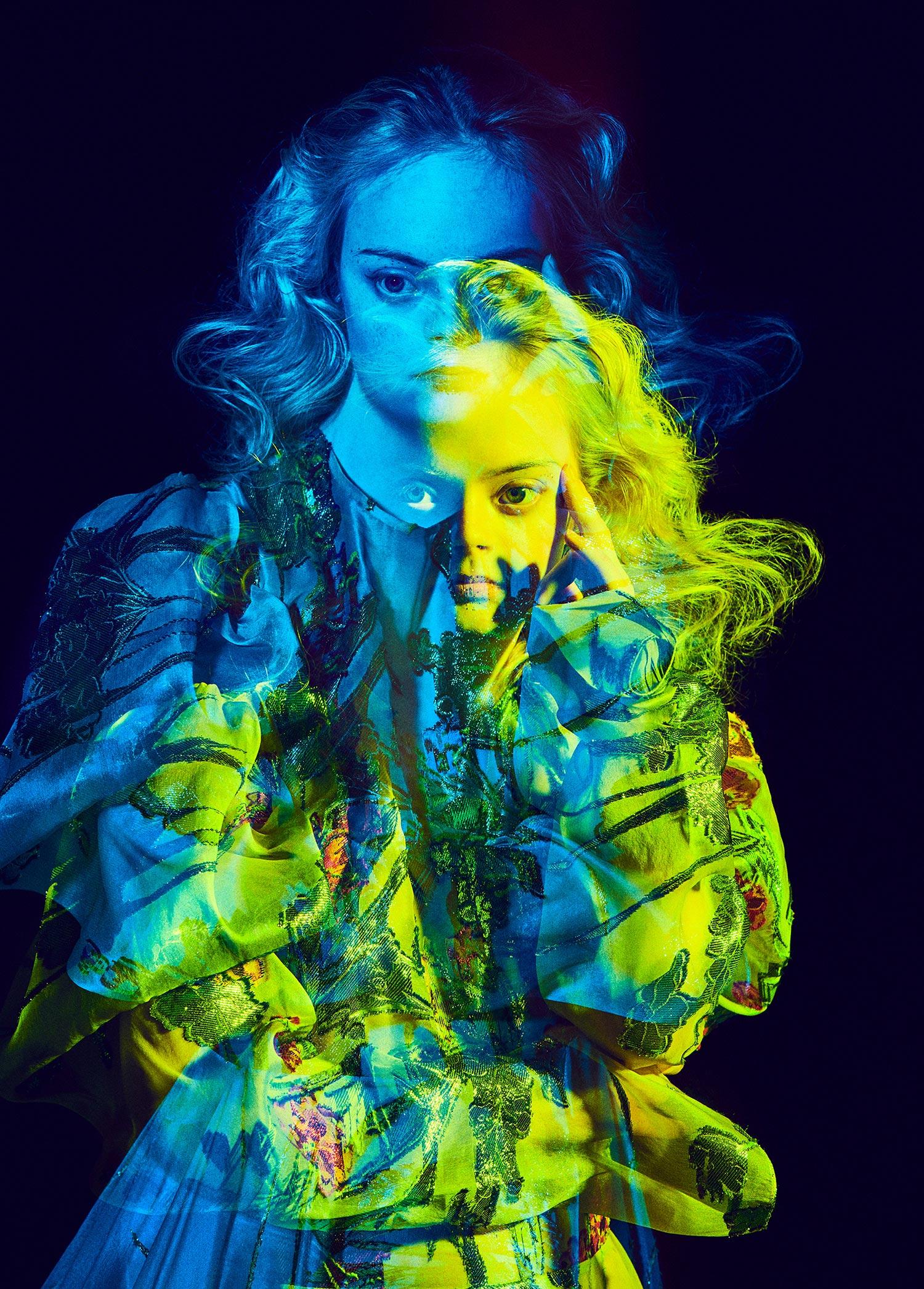 Elizaveta Porodina - Lily Moore, blue-green
