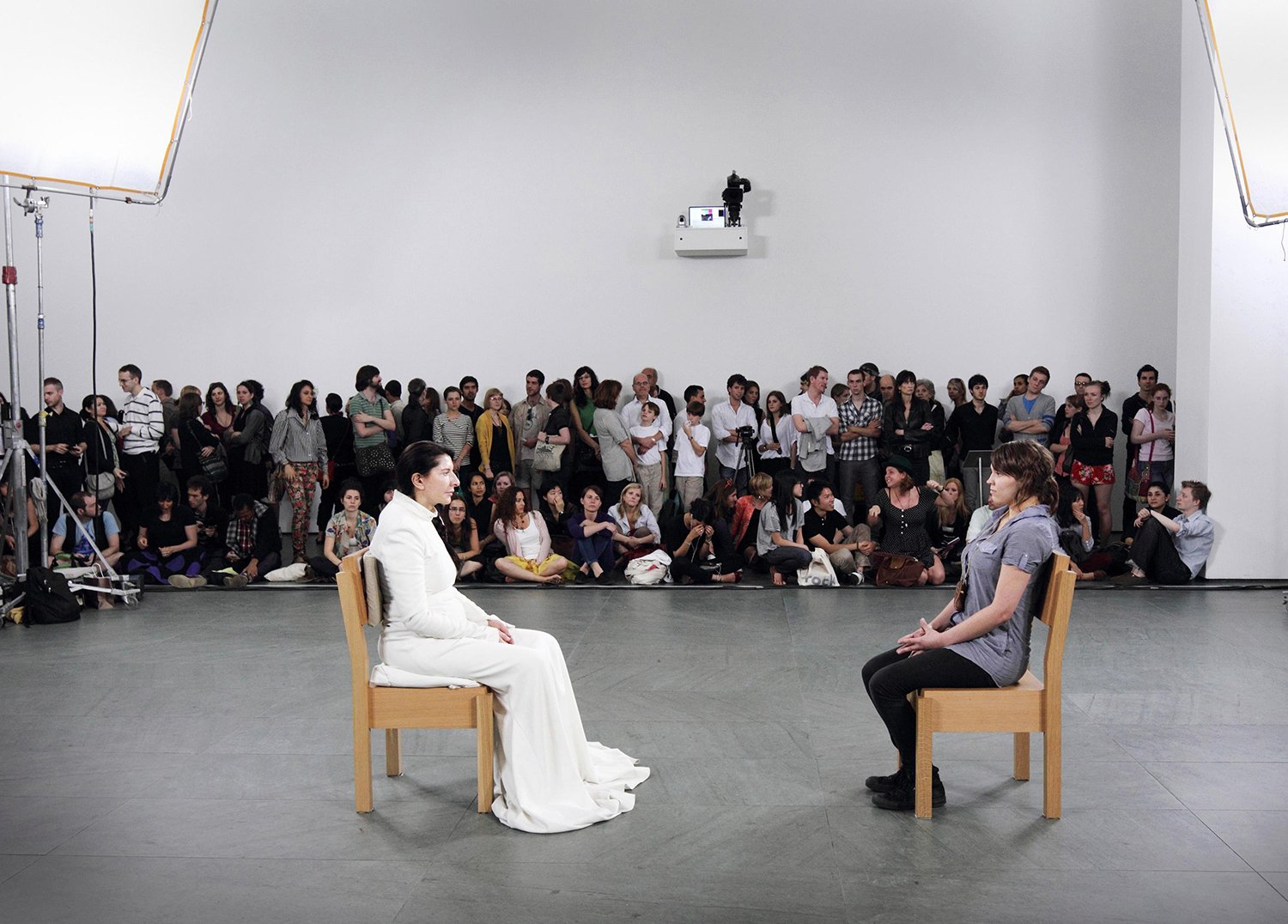 Marina Abramovic - The Artist is Present, 2010 © Marco Anelli (Cortesia do Acervo Marina Abramovic), the artist is present 2010