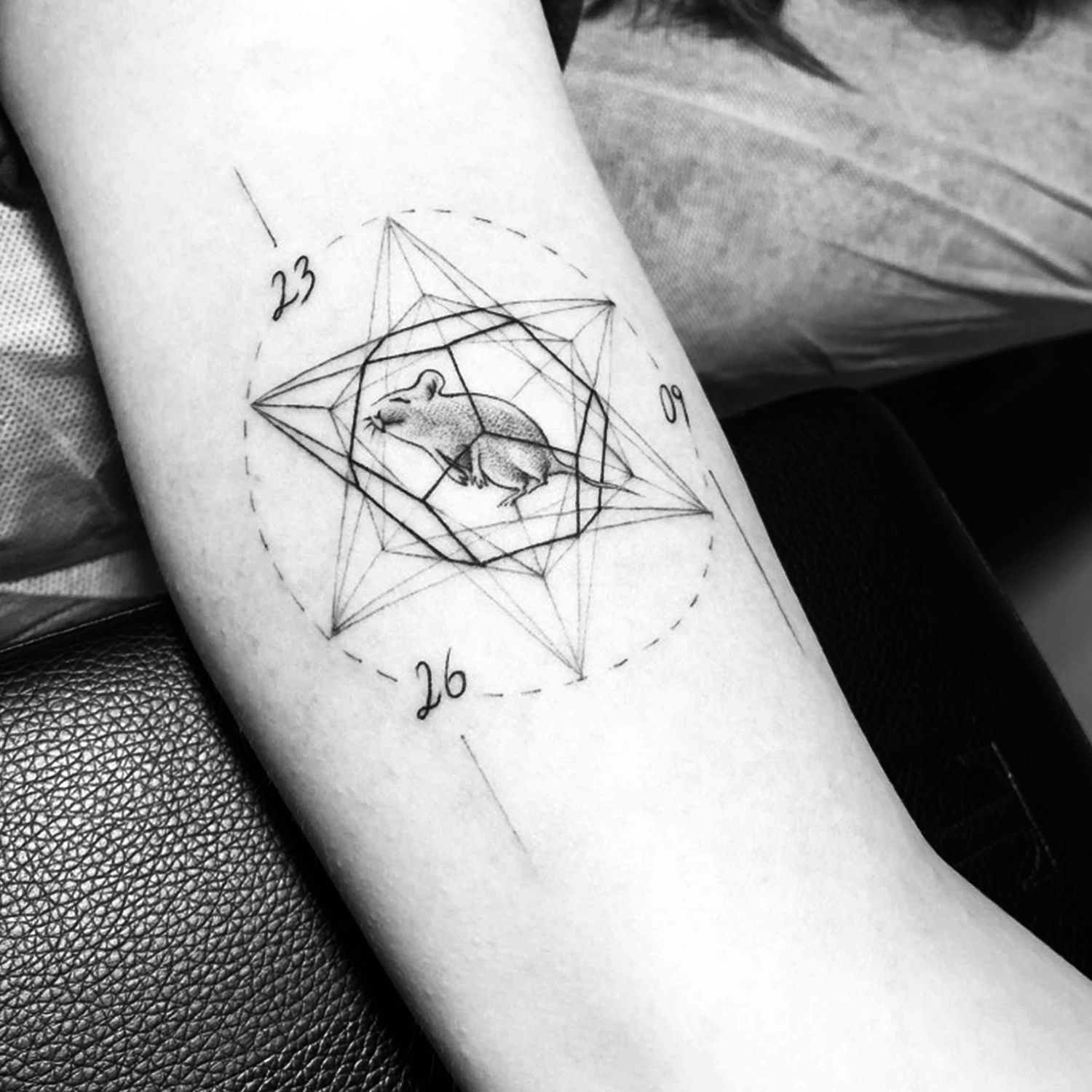 rate in star, linework tattoo