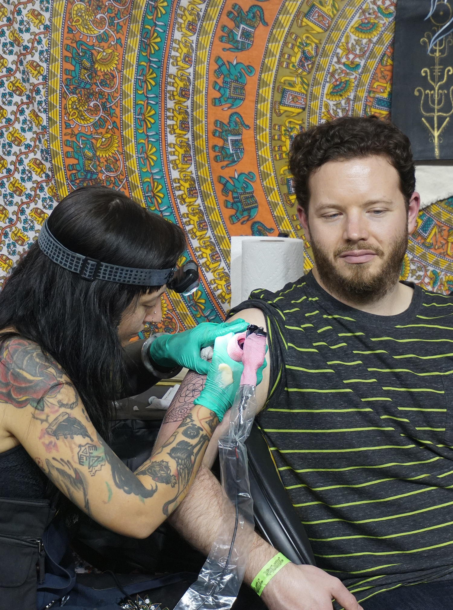 becki wilson tattooing a snake tattoo, outlining
