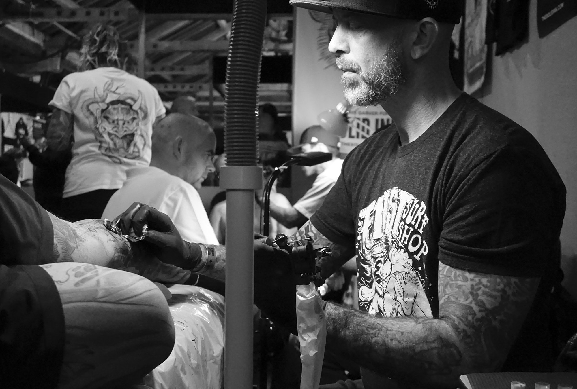 Chris Garver tattooing at the london tattoo convention. Photo © Scene360