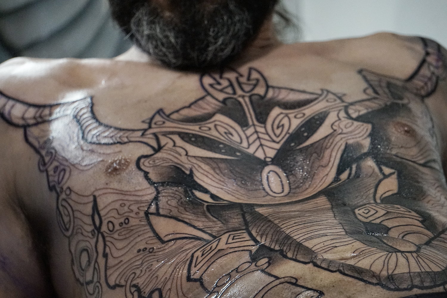 Tattooist Alexandre Abreu working on a large-chest piece.