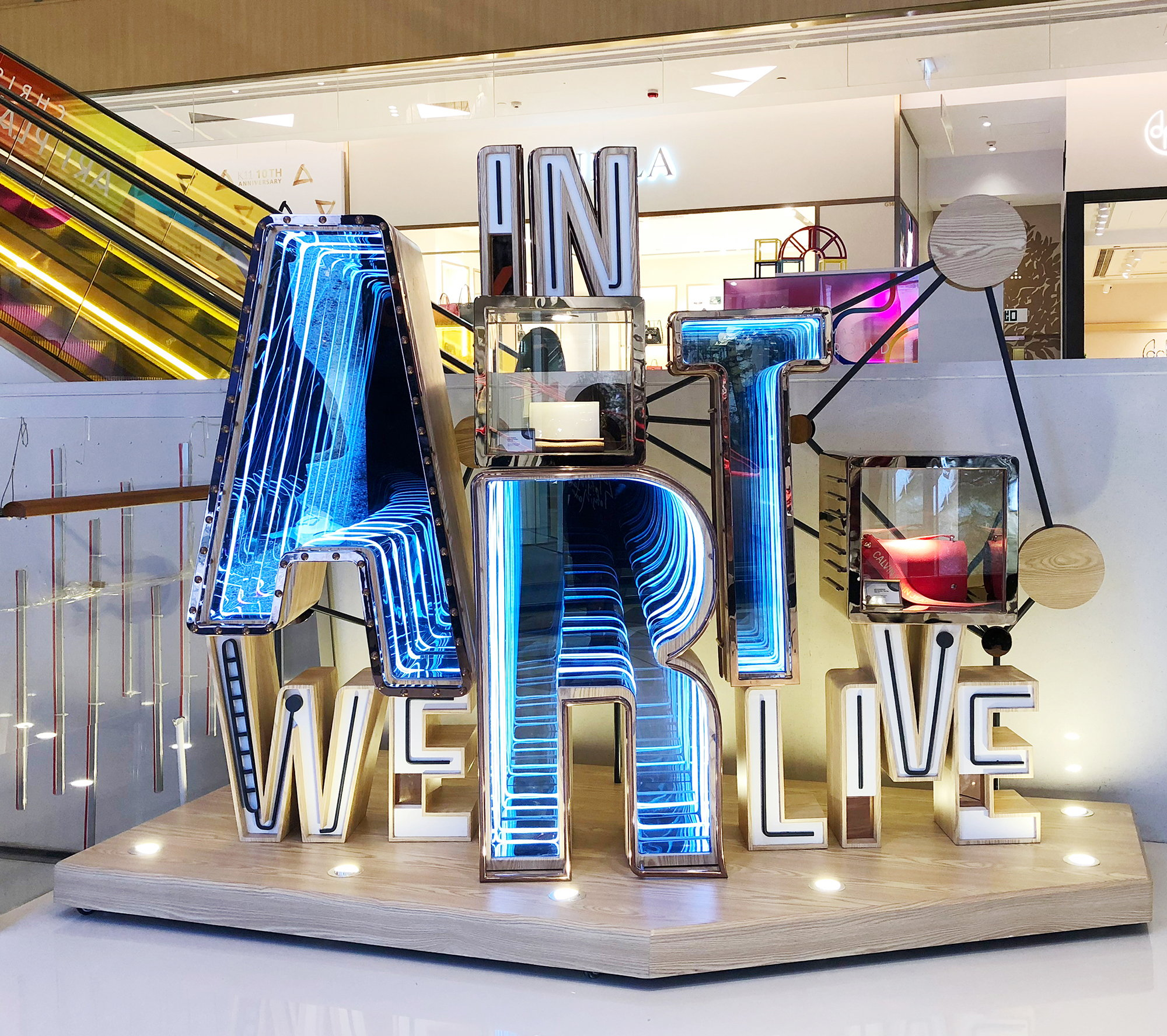 Dans Art We Live Visual Merchandising Art Installation par K11 Collaboration avec Blue Mount