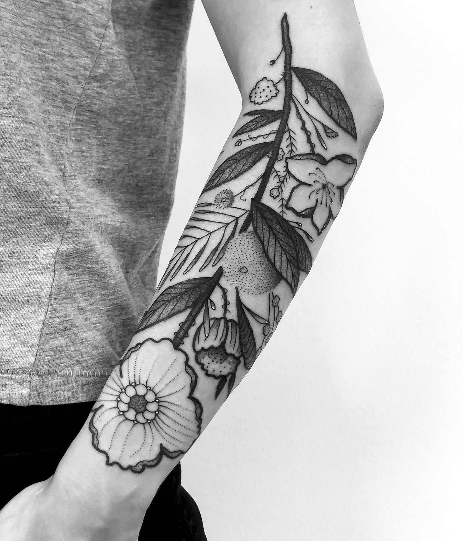 hybrid design, various plants / flowers in one tattoo