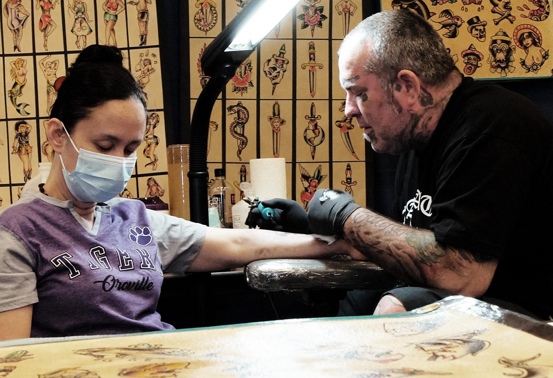 Oak Morgan tattooing at feather falls casino tattoo expo